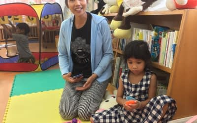 Laotian family took part in the child rearing support center of Nagasaki.